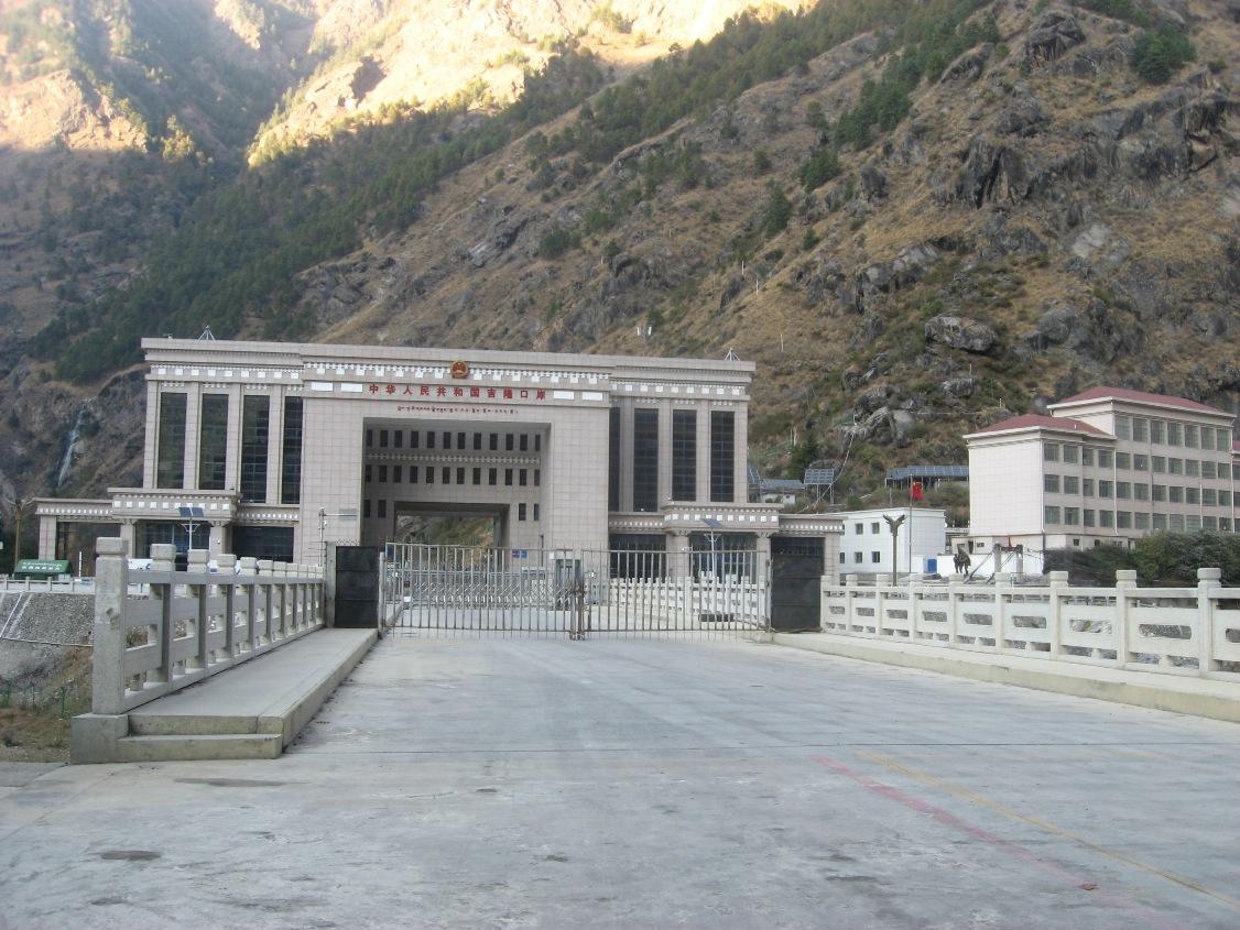 रसुवागढीस्थित नेपाल–चीन सीमा।
